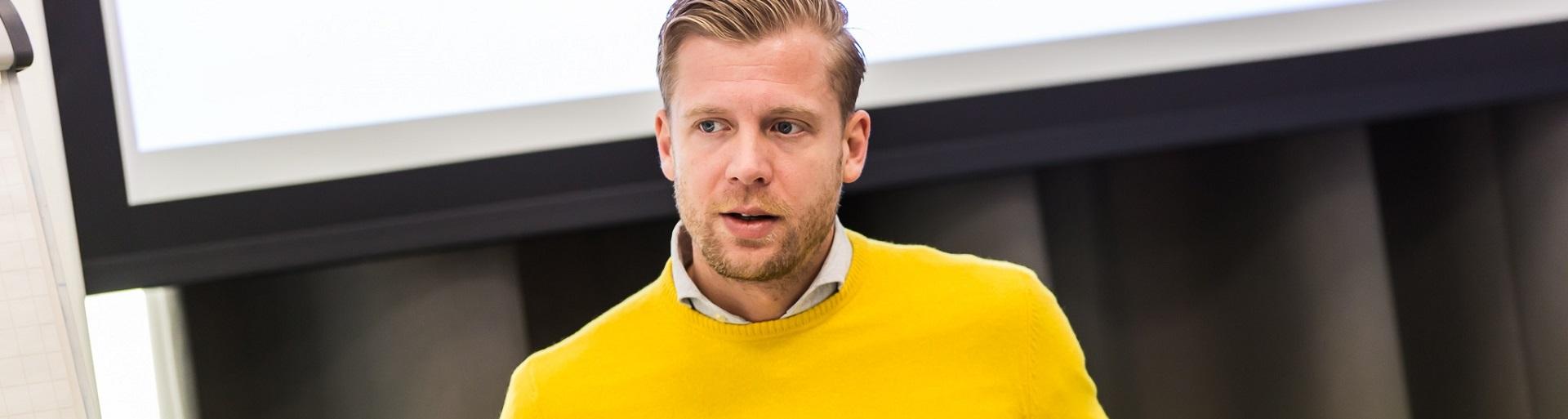 Pre-Sales Consultant Jan-Pieter begeeft zich bij Isah in een snoepwinkel